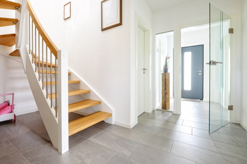bequeme treppe und ihre merkmale tipps von mare haus. Black Bedroom Furniture Sets. Home Design Ideas